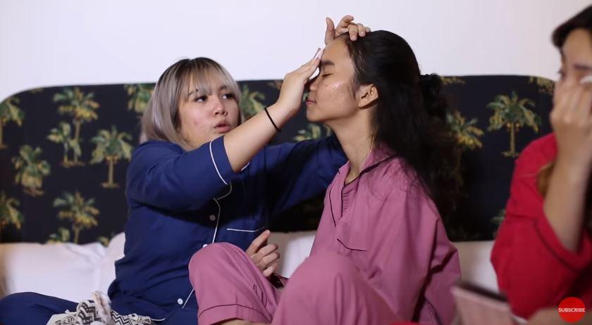 Sleepover season 1 Ep. 3 Sandra's Skincare Routine © 2018 famous.id