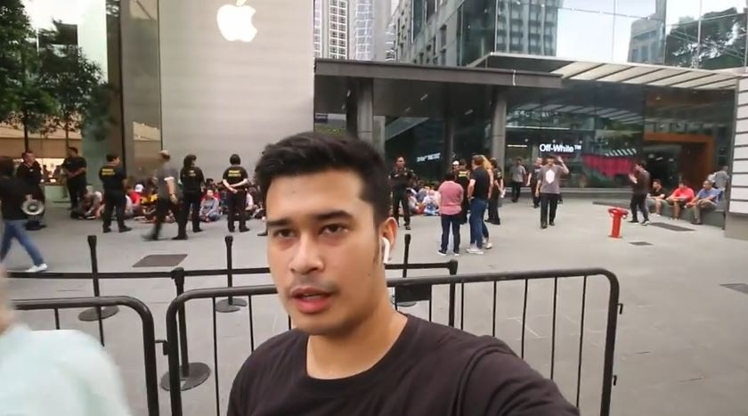 Mengejar IPhone X dan iPhone XS Max Rela Nginep Depan Apple Store Singapore (Part 1) © 2018 famous.id