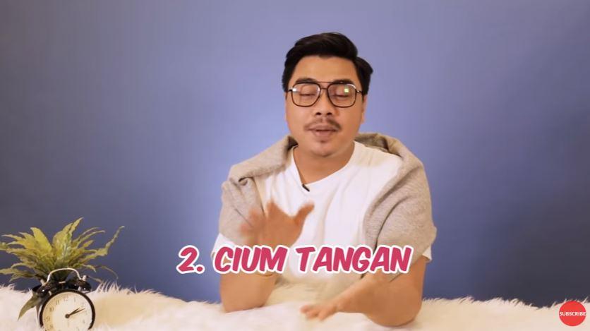 Tipe Ciuman Berdasarkan Zodiak #RamalanBintang © 2018 famous.id