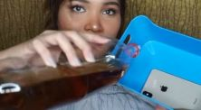 Dinda Shafay celupin Handphone seharga 23 juta ke air soda!
