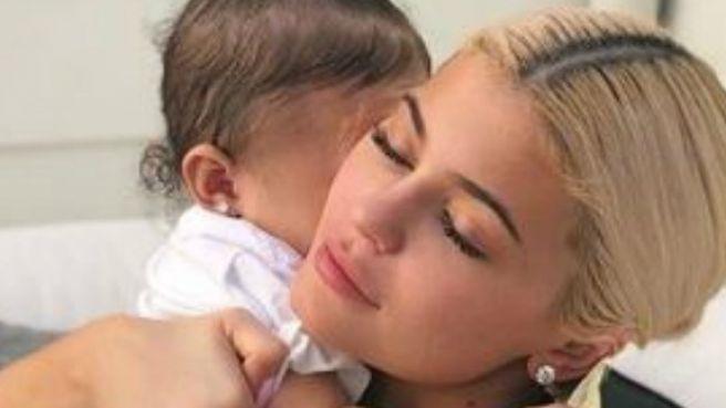 Intip potret baby Stormi, anak Kylie Jenner yang super menggemaskan!