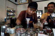 Kisah inspiratif 2 barista tuna daksa di Jogja sajikan kopi istimewa