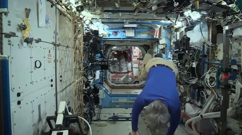 Teori Konspirasi  Luar Angkasa dan Astronot Palsu! © 2018 famous.id