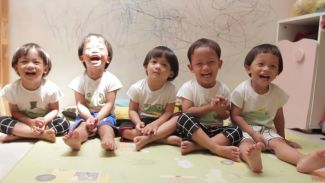 Seru banget! DIY mainan 'bola seluncur' bareng keluarga AIUEO