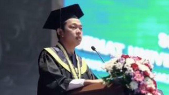 Lulus kuliah berkat film 'Yowis Ben' Bayu Skak pidato saat wisuda!