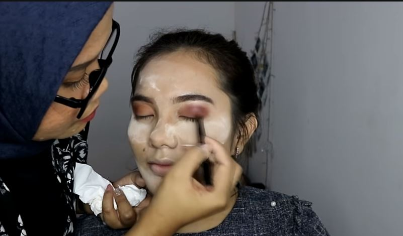 Doing My Friend Makeup  © 2018 famous.id