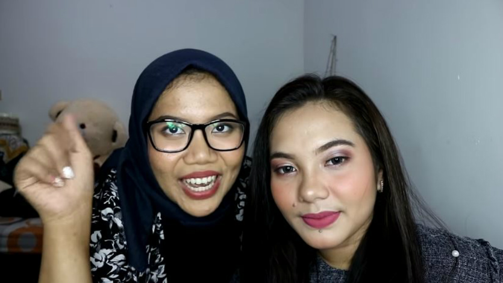 Belajar makeup bareng Azhari Irsalna sambil 'Doing My Friend Makeup'