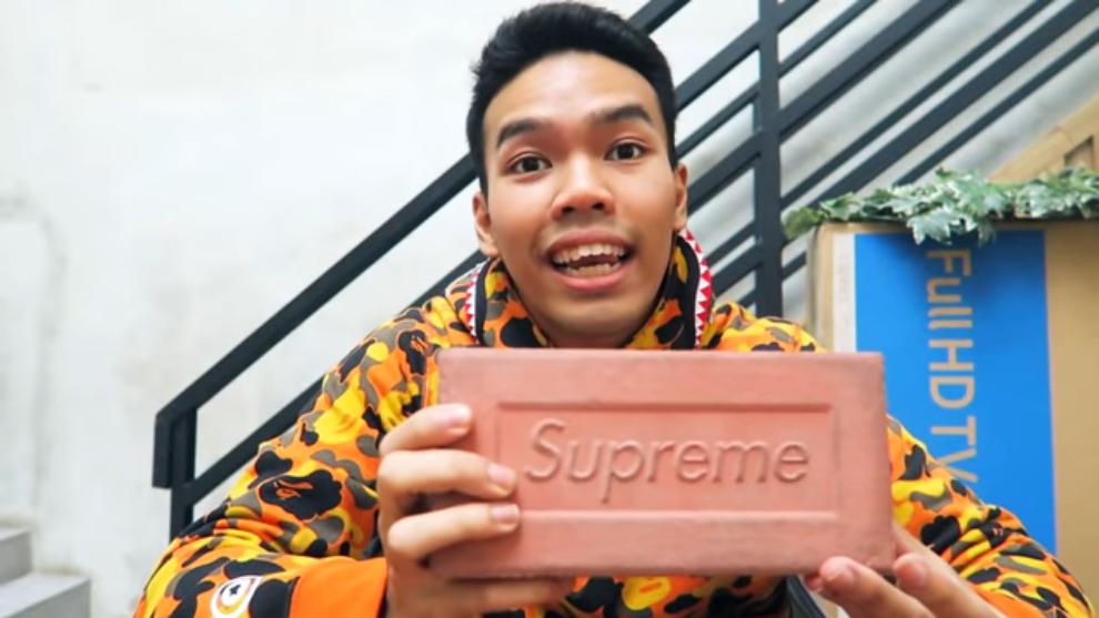 Harganya jutaan! Review 5 barang aneh yang pernah dirilis oleh Supreme