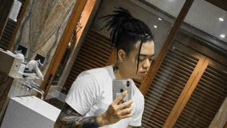 Reza 'Arap' Oktovian tampil unik dengan gaya rambut gimbal!