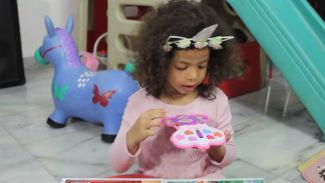 Unik banget! Review produk makeup khusus untuk anak-anak