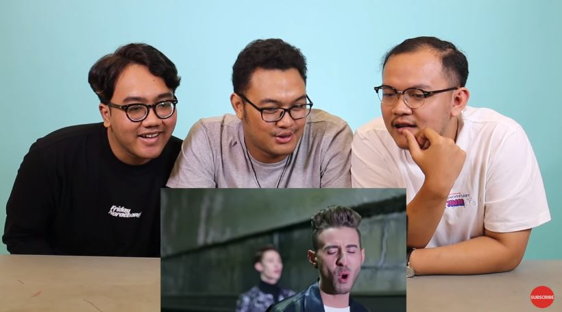Reaction K-Pop Music Video feat. Friday Noraebang #FamousReaction © 2018 famous.id