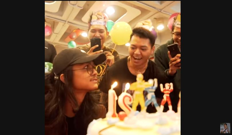 Birthday Surprise © 2018 famous.id
