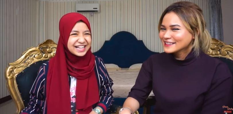Curhat bareng Nashwa Zahira aslinya CANTIK BANGET!! - OBROLAN SHAFAY Eps.1  © 2019 famous.id
