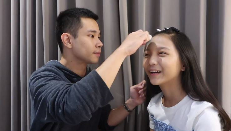 My Boyfriend Does My Make Up Challenge ft. Jess No Limit © 2019 famous.id