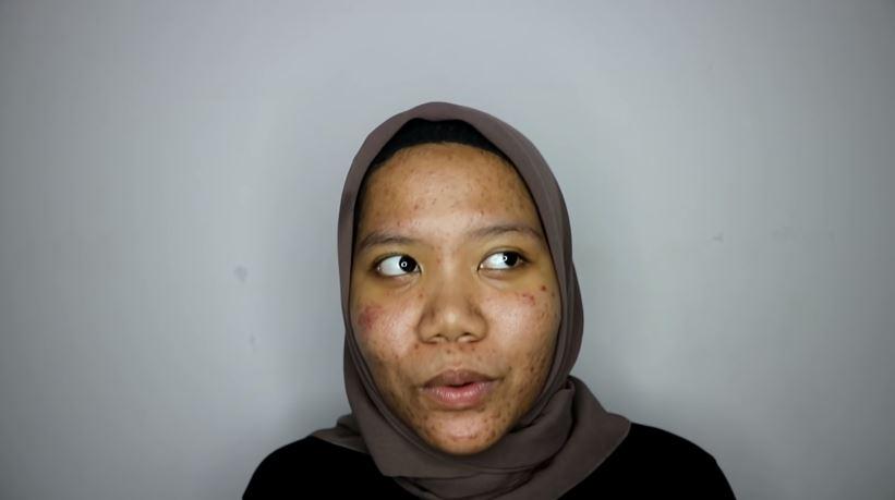 Makeup ke Kampus Tanpa Foundation UNTUK KULIT BERJERAWAT  © 2019 famous.id