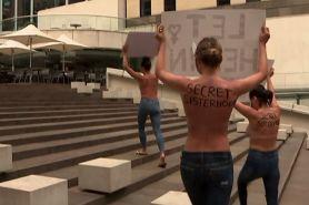 Sekelompok wanita lakukan protes bertelanjang dada