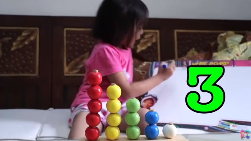 Learning Video for Kids  Belajar Berhitung Bahasa Inggris © 2019 famous.id