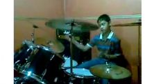 Ikut #10YearsChallenge, R Wiryawan cilik sudah jago bermain drum!