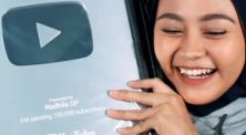 Unboxing 'silver play button' dari YouTube, Nadhila QP terharu!