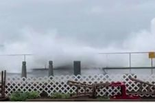 Ngeri, Gelombang laut setinggi 25 kaki hantam California