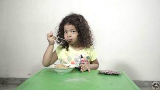 Harbatah Kids cobain mi instan dicampur dengan snack cha-cha!