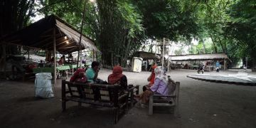 Pasar Kebon Empring, Dulu Penuh Sampah Sekarang Bawa Berkah