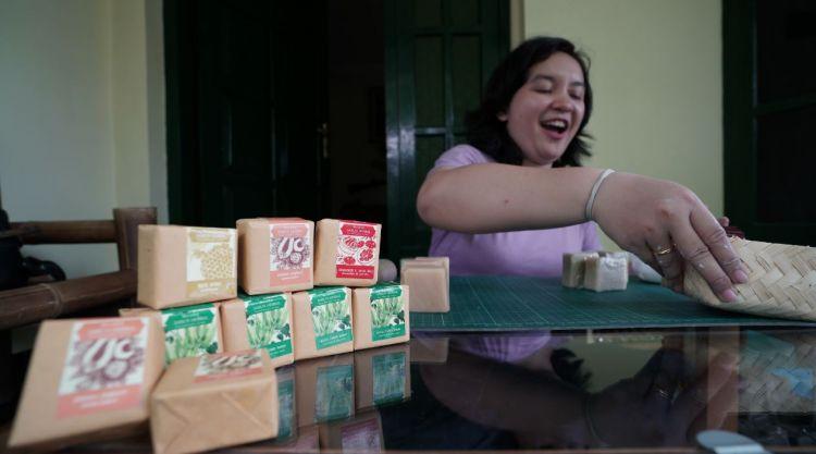 Sabun ramah lingkungan Sekartaji dari minyak kelapa hingga kenanga