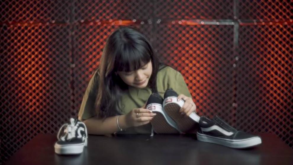 Pernah ketipu saat beli sepatu, Amel Carla beri tips membedakannya!