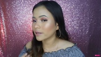 Veronica Christabella cobain 'The Needs' produk makeup yang lagi viral
