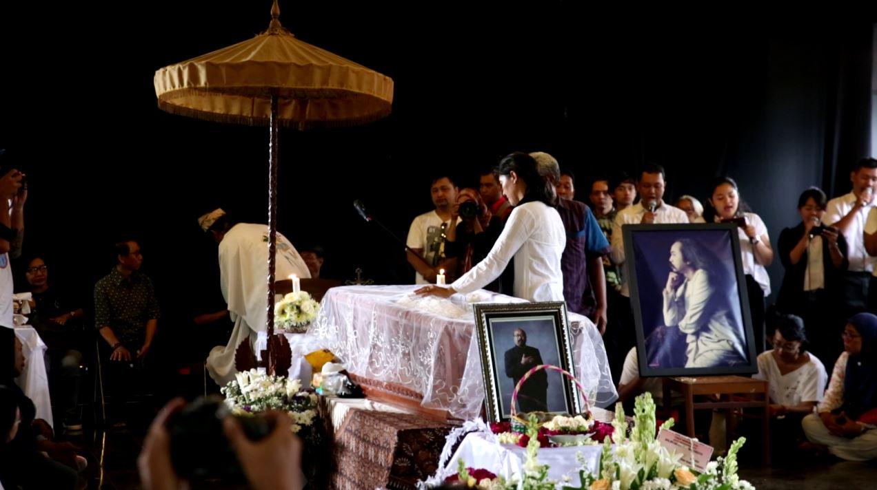Proses pemakaman seniman multitalenta Jogja, Djaduk Ferianto