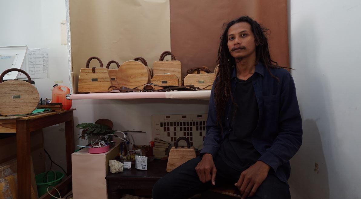 Tas kayu, fashion unik karya Dody Andri