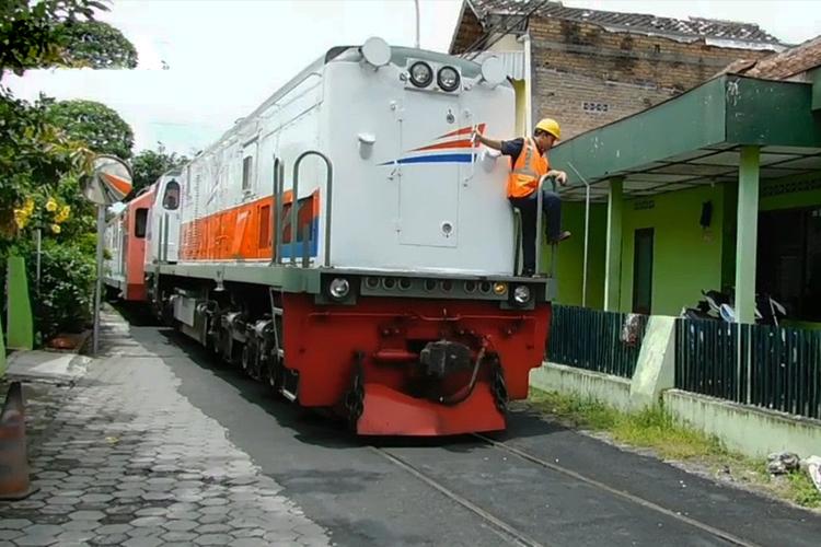 Wisata kereta 'nyasar' di Kampung Pengok