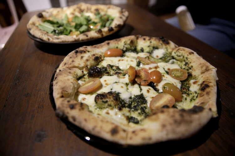 Fransis Pizza, buka cuma dua hari selalu sold out sebelum jam buka